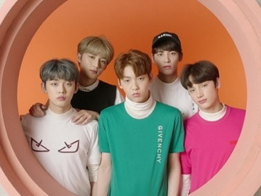 투모로우바이투게더, 'Cat & Dog' 뮤직비디오 공개…다채로운 매력 속 소년미 눈길