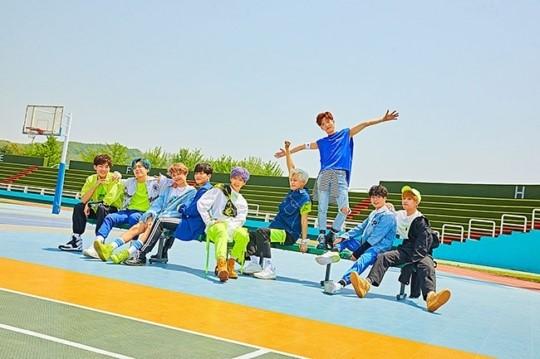 디크런치, 8월 24일 데뷔 1주년 맞이해 자선콘서트 개최