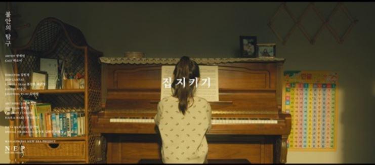 """""""쓸쓸한 마음에 위로가 되길"""" 장재인, 정규 1집 '불안의 탐구' 수록곡 '집 지키기'..."""